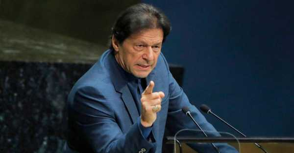 The Prime Minister of Pakistan Imran Khan unfollows everybody on Twitter