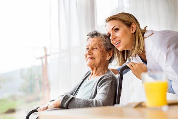 ventajas-de-los-cuidadores-de-ancianos-en-barcelona