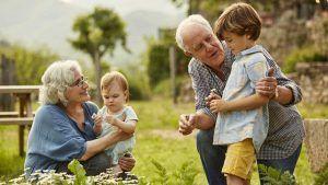 abuelos-conviviendo-con-nietos-gettyimages