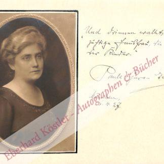 Gura-Ewald, Paula, Schriftstellerin (um 1925).
