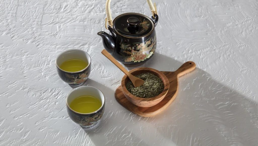 Japanese teapot and tea cups