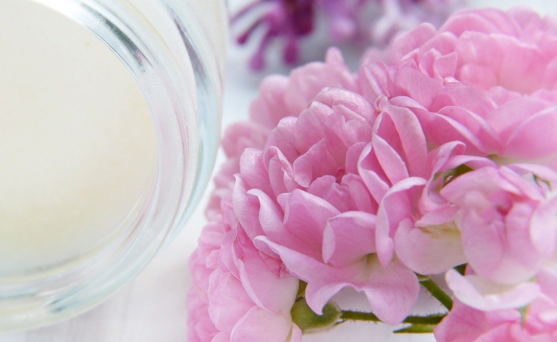 Jar of body lotion with pink flower