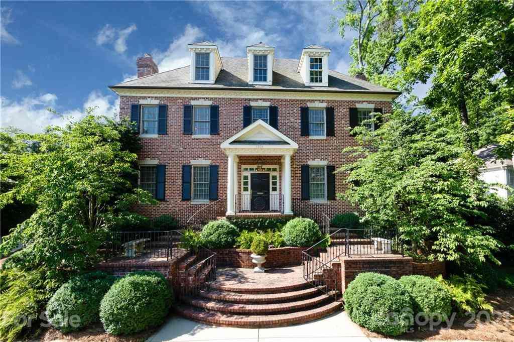 1919 Pinewood Circle, Charlotte, NC, 28211,