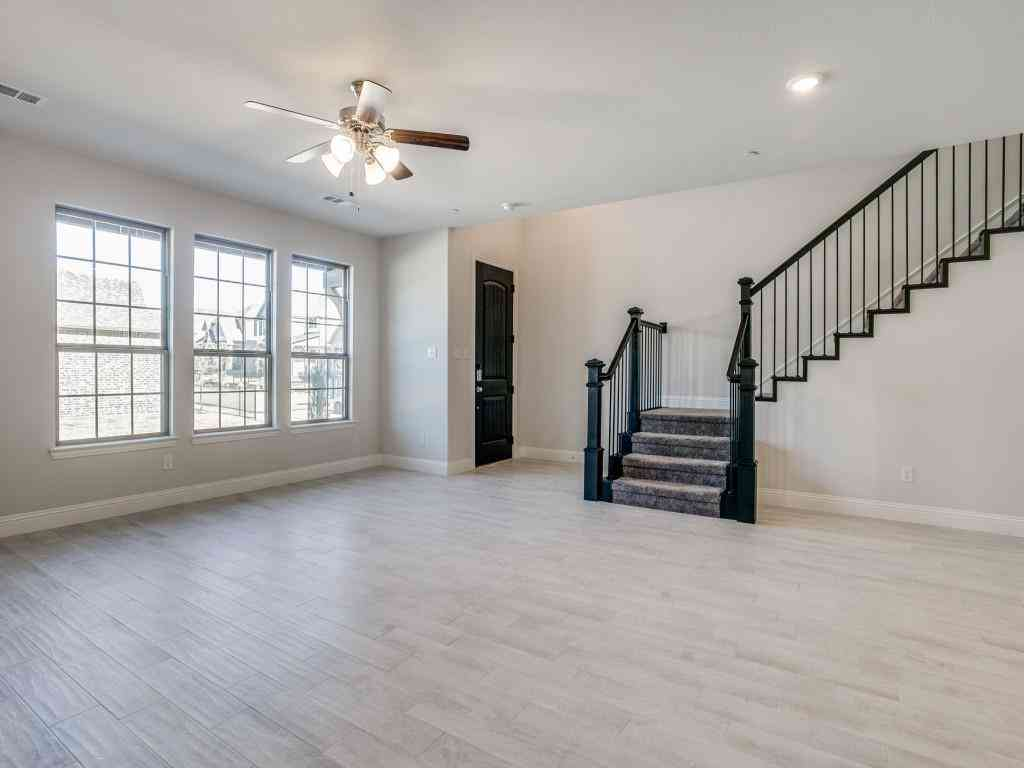 813 Ponds Edge Lane, Euless, TX, 76040,