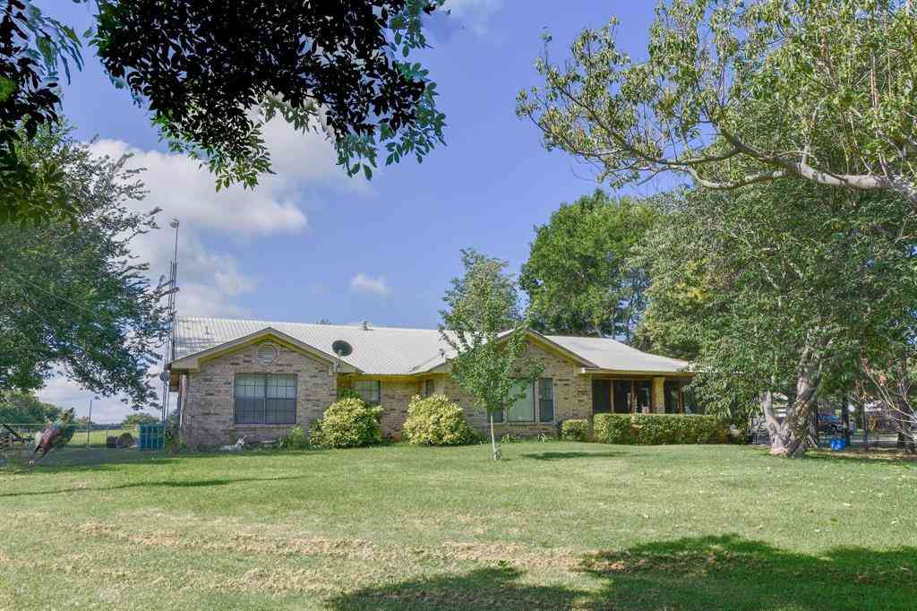 121 Clover Drive, Poolville, TX, 76487,