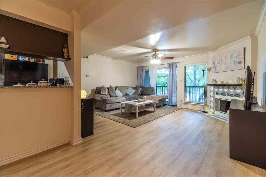 Sunny Living Room, 11470 Audelia Road #262, Dallas, TX, 75243,
