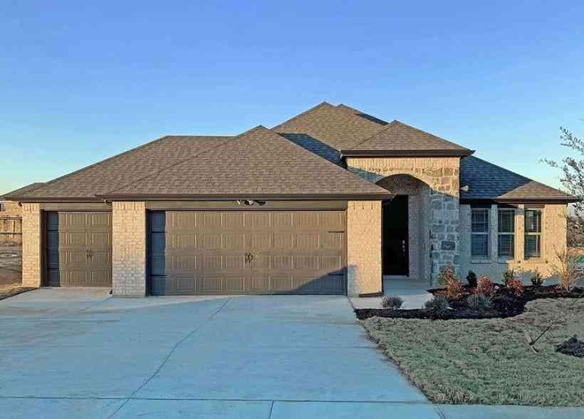 512 Hillcrest Circle, Justin, TX, 76247,