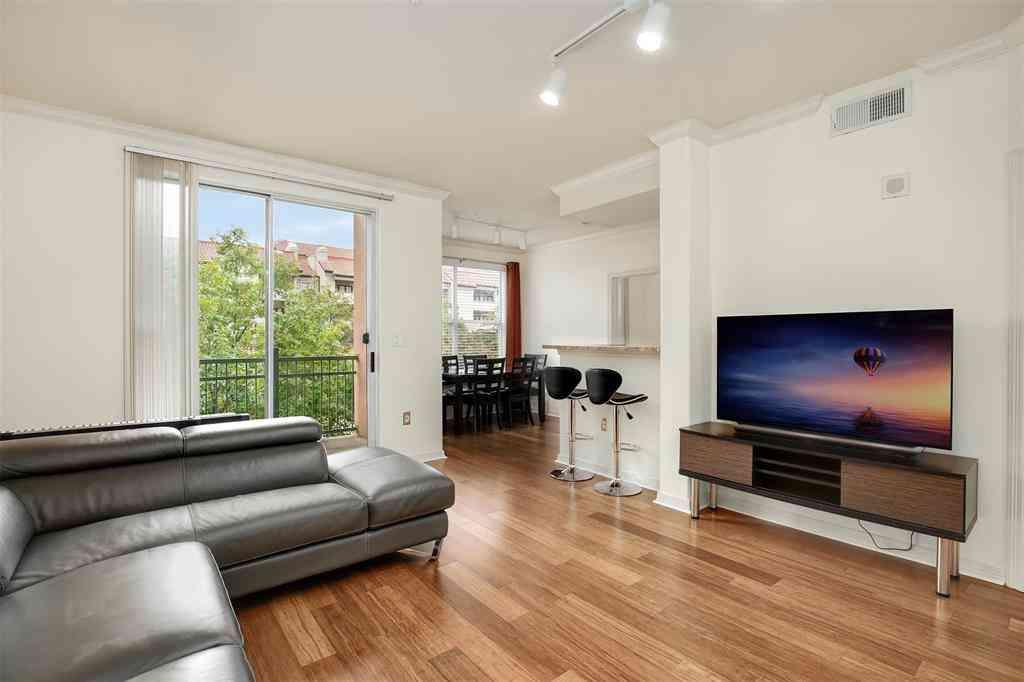 Sunny Living Room, 330 Las Colinas Boulevard E #368, Irving, TX, 75039,