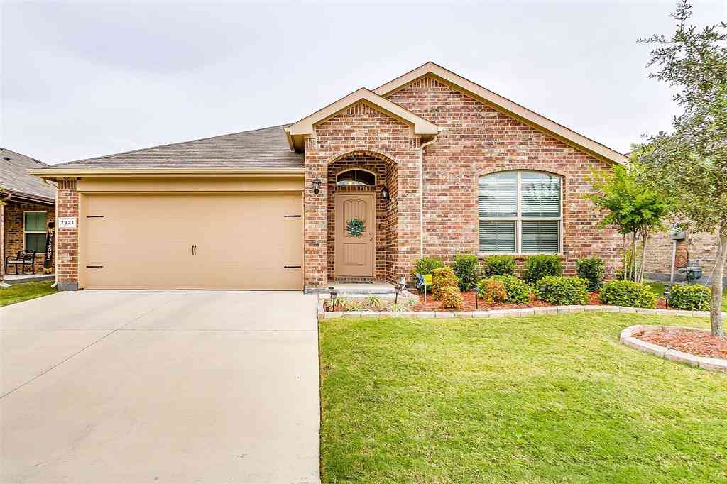 7921 Mosspark Lane, Fort Worth, TX, 76123,