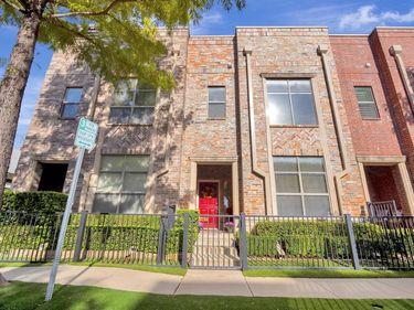Sunny Living Room, 701 E 1st Street, Fort Worth, TX, 76102,