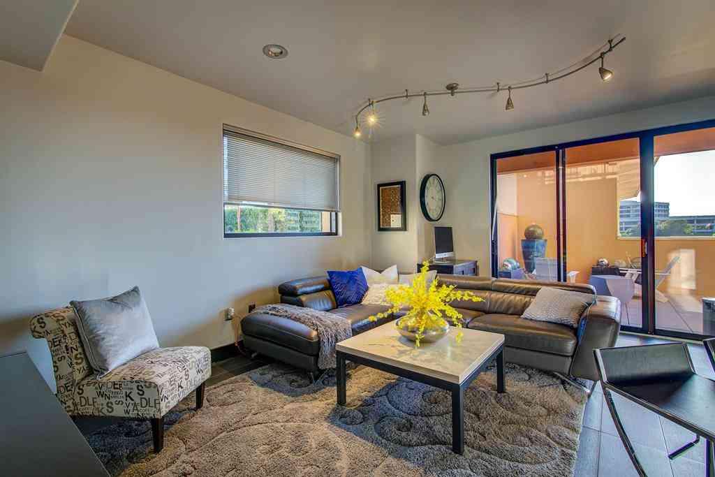 Sunny Living Room, 330 Las Colinas Boulevard E #610, Irving, TX, 75039,