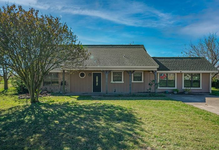 1150 Country Lane