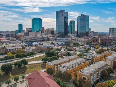 700 Skyline Bluff Court, Fort Worth, TX, 76102,
