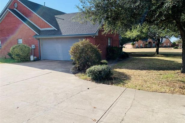 1225 Country Oaks Drive