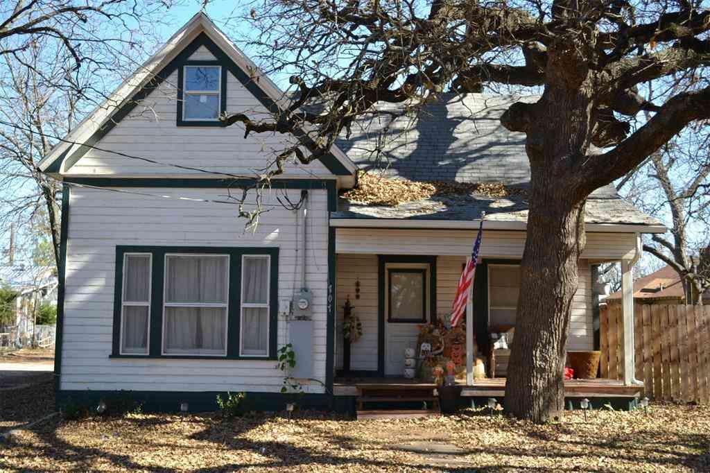 707 S Robinson Street, Cleburne, TX, 76031,