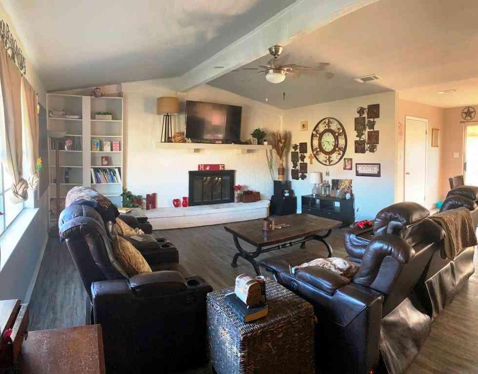 Sunny Living Room, 116 Mcanally Drive, Mabank, TX, 75147,