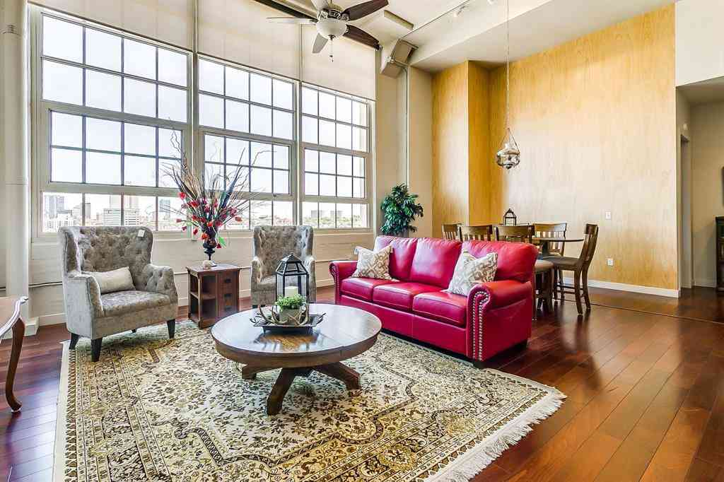 Sunny Living Room, 2600 W 7th Street #2700, Fort Worth, TX, 76107,