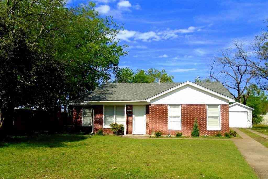 736 Coates Drive, River Oaks, TX, 76114,