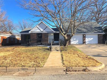 2945 Ryan Place Drive, Fort Worth, TX, 76110,
