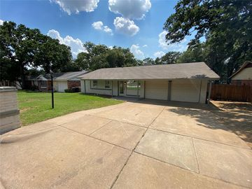 1812 Warren Lane, Fort Worth, TX, 76112,