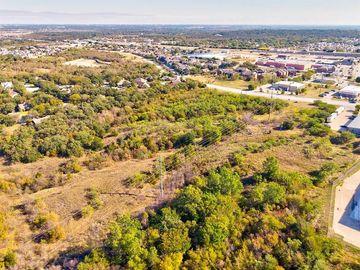 1000 Bridgewood Drive, Fort Worth, TX, 76112,