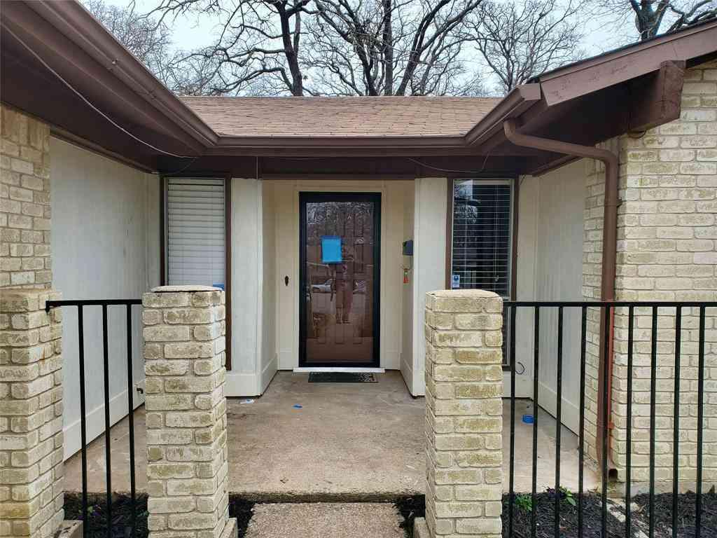 307 Lone Oak Circle, Euless, TX, 76039,