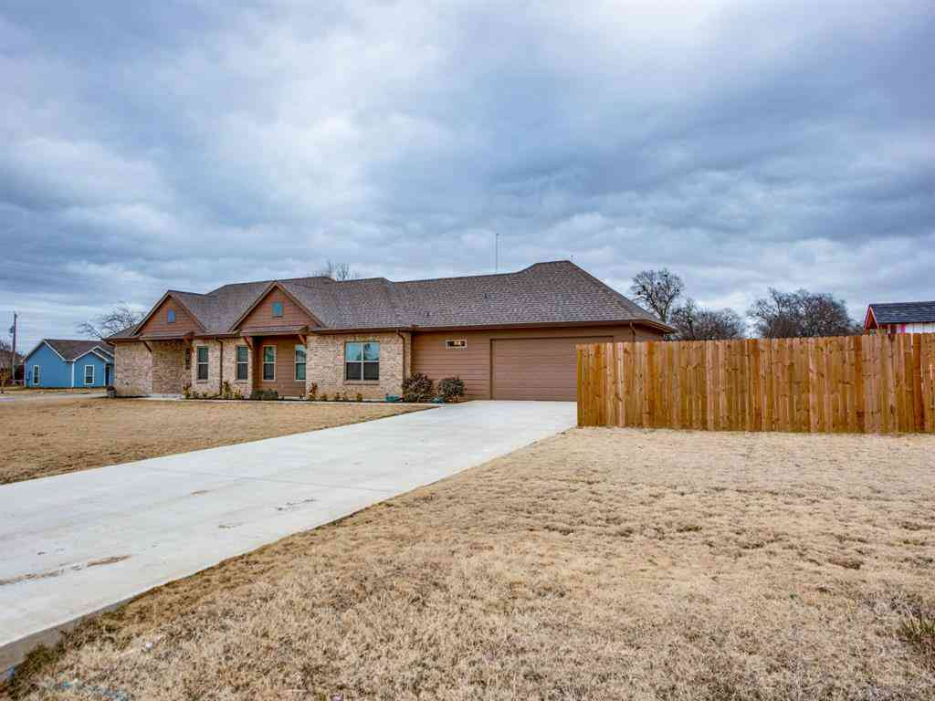 415 N Montague Street, Pilot Point, TX, 76258,