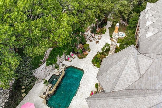 941 Circle In The Woods