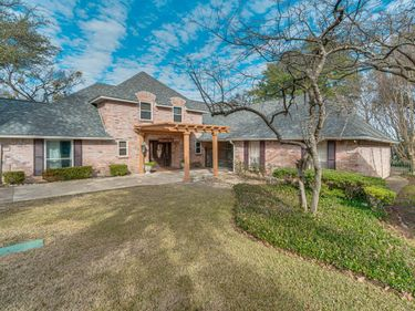 200 Green River Trail, Fort Worth, TX, 76103,