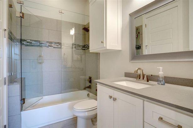 700 Colleyville Terrace
