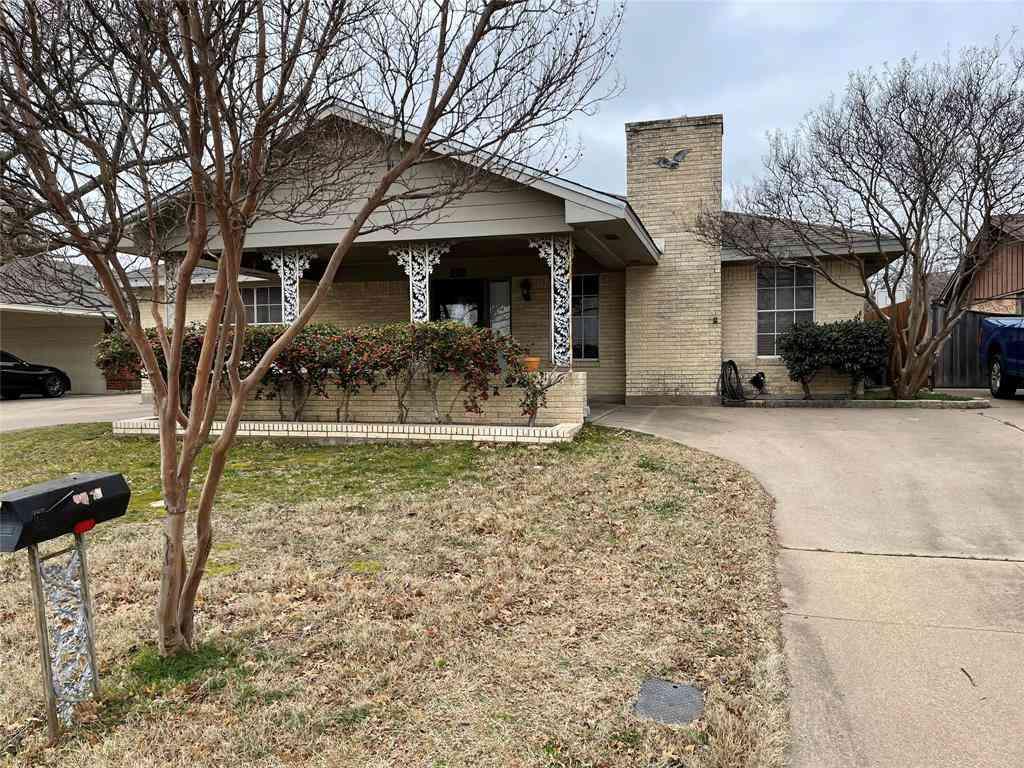 1756 Hilltop Circle, River Oaks, TX, 76114,
