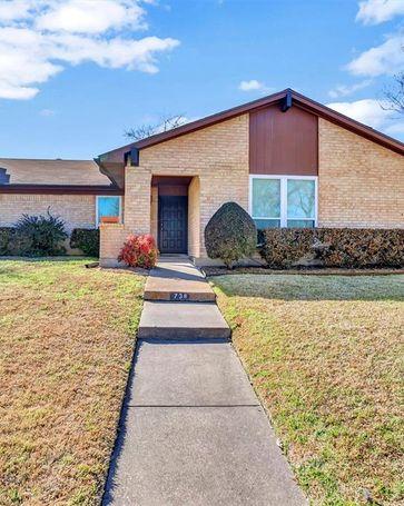738 Royal Oaks Drive Garland, TX, 75040