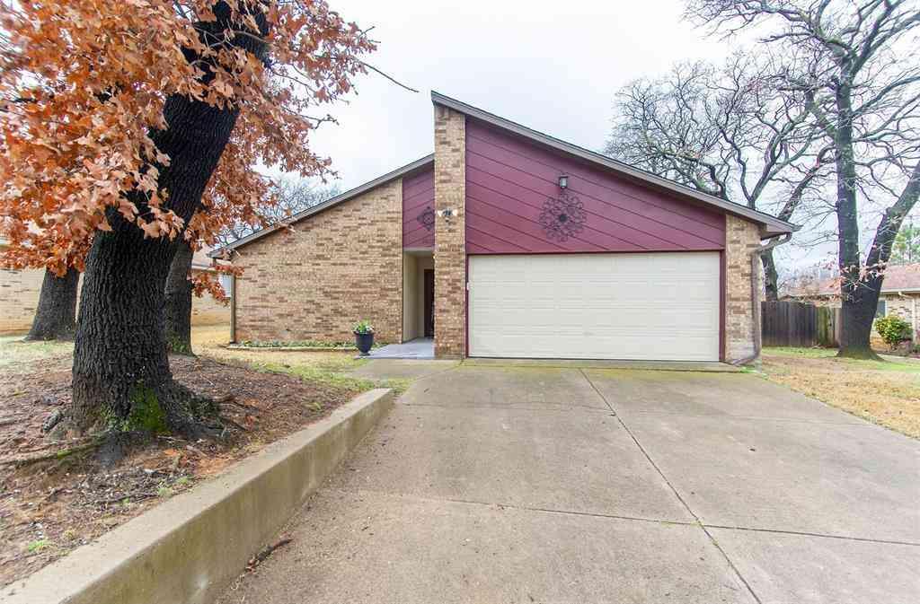 Sunny Living Room, 3513 Sweet Wood Street, Bedford, TX, 76021,