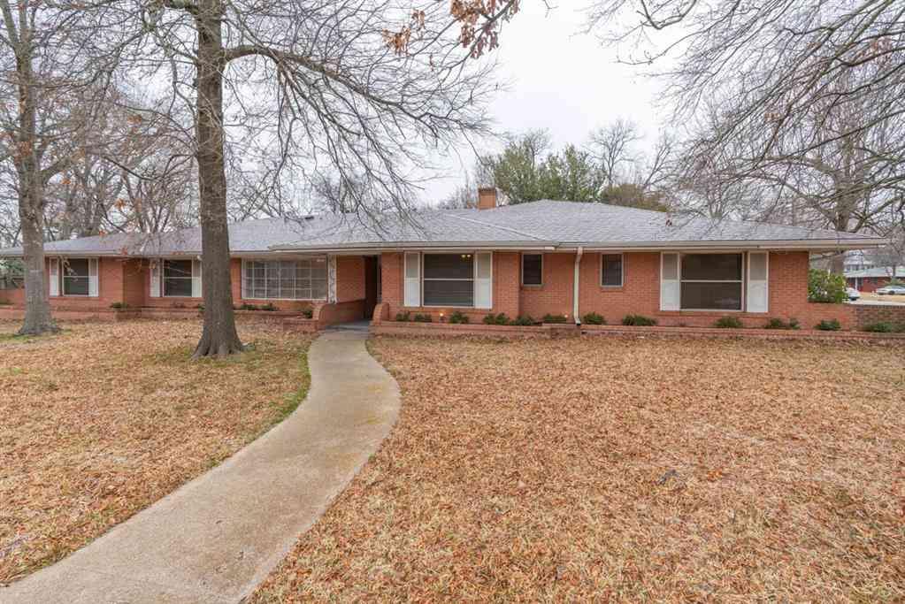 1800 Live Oak Street, Commerce, TX, 75428,