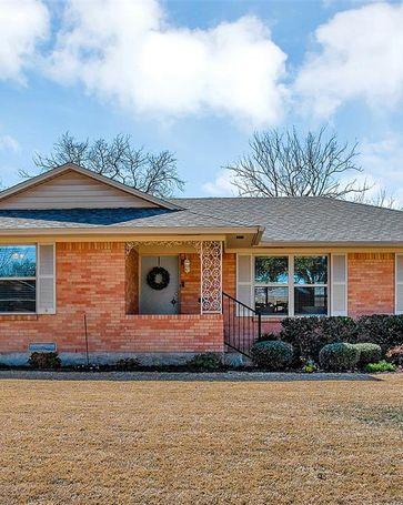 9643 Livenshire Drive Dallas, TX, 75238