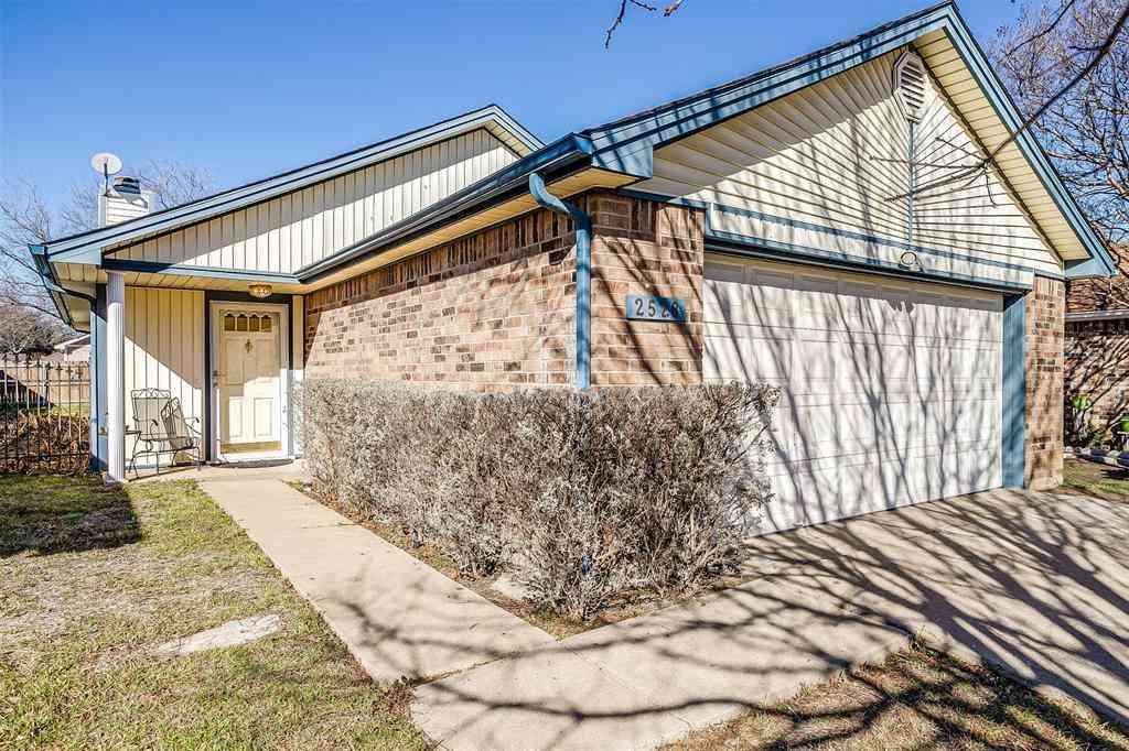 2528 Harvest Lane, Fort Worth, TX, 76133,
