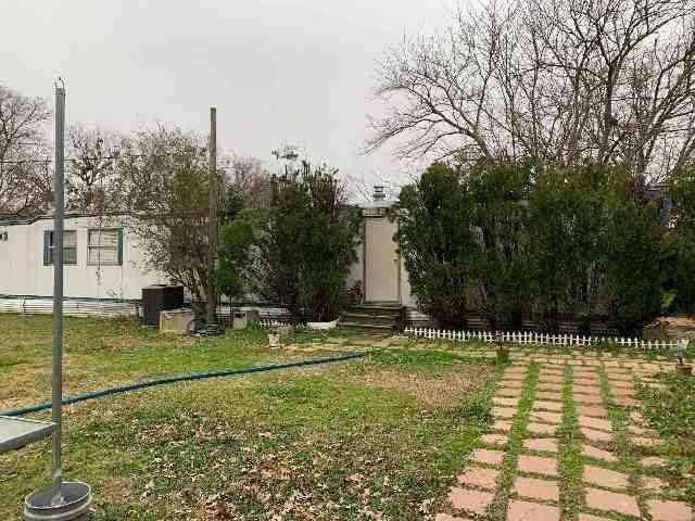 1911 Whispering Oaks Street, Burleson, TX, 76028,