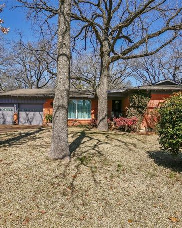 604 Oakwood Avenue Hurst, TX, 76053