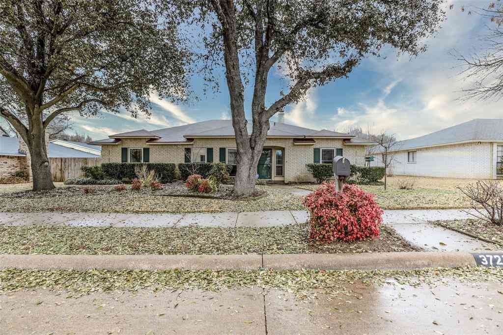 3721 Magnolia Drive, Grand Prairie, TX, 75052,