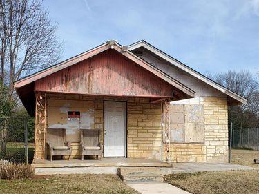 1423 E Davis Avenue, Fort Worth, TX, 76104,