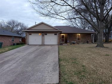 2305 Whispering Court, Fort Worth, TX, 76133,
