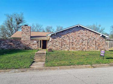 5063 Tierney Court N, Fort Worth, TX, 76112,