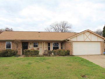 7048 Woodmoor Road, Fort Worth, TX, 76133,