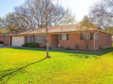 5805 Waltham Avenue, Fort Worth, TX, 76133,