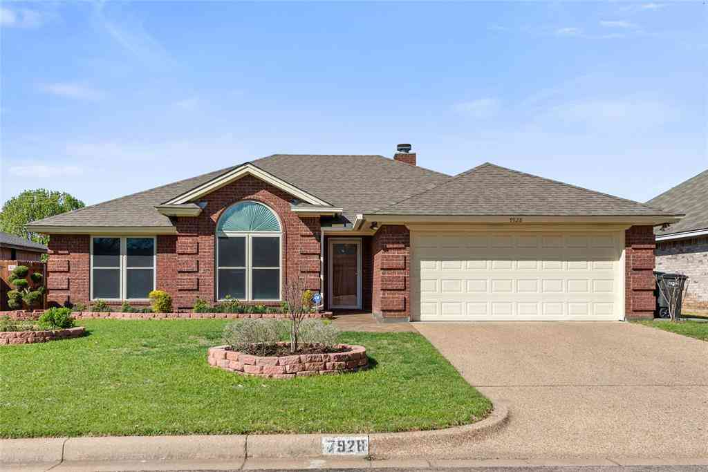7928 Clear Brook Circle, Fort Worth, TX, 76123,