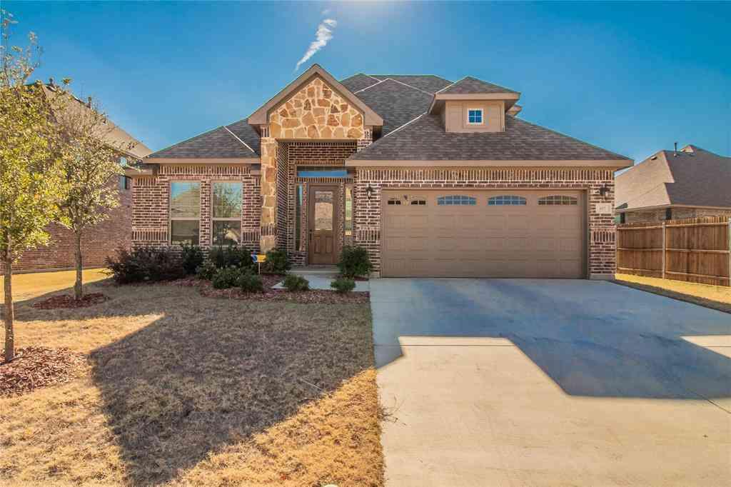 617 Ravenwood Drive, Saginaw, TX, 76179,