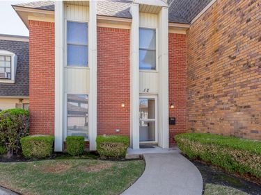 12 One Main Place, Benbrook, TX, 76126,