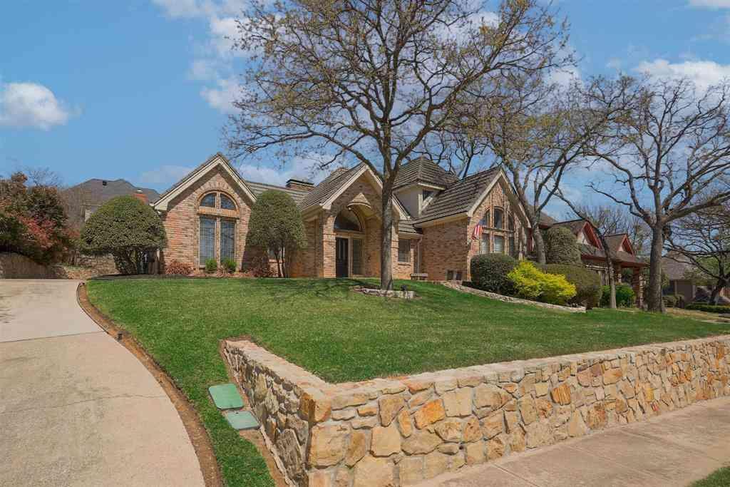 825 Shady Lake Drive, Bedford, TX, 76021,