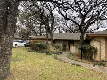 6704 Gary Lane, Fort Worth, TX, 76112,