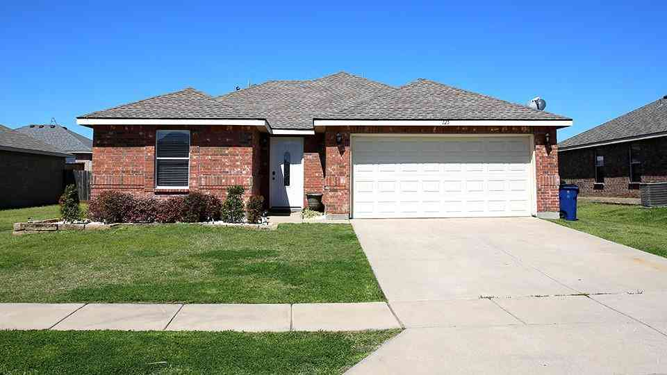 125 Ringneck Drive, Sanger, TX, 76266,
